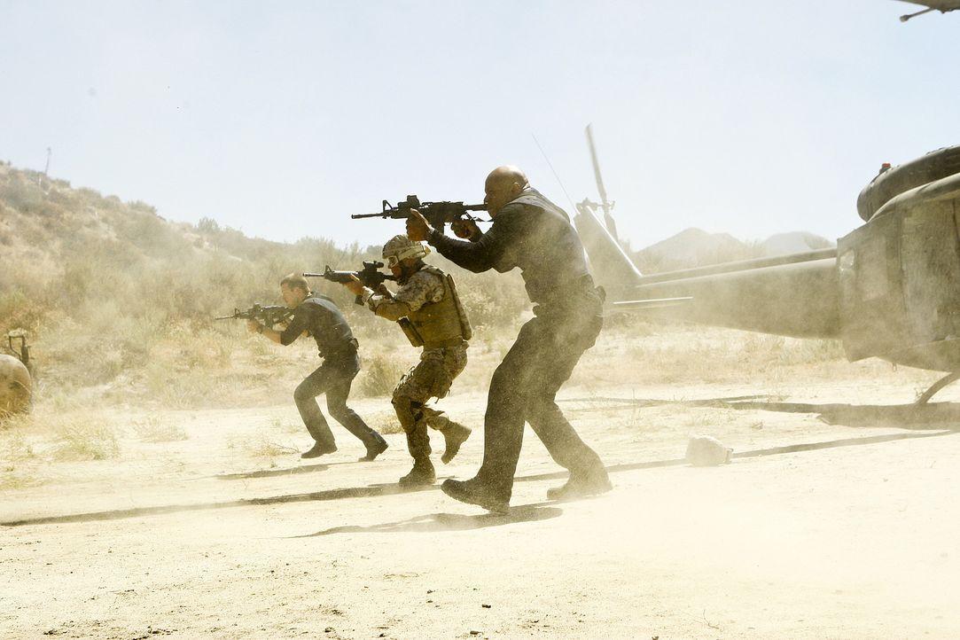 Callen (Chris O'Donnell, l.) und Sam (LL Cool J, r.) ermitteln in einem neuen Fall ... - Bildquelle: CBS Studios Inc. All Rights Reserved.