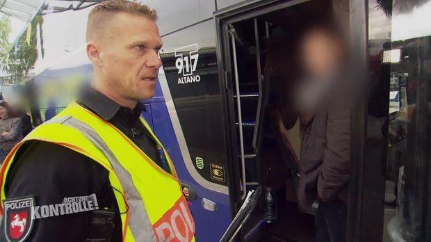 Achtung Kontrolle - Achtung Kontrolle! - Thema U.a.: Reise- Und Fernbuskontrolle - Polizei Braunschweig