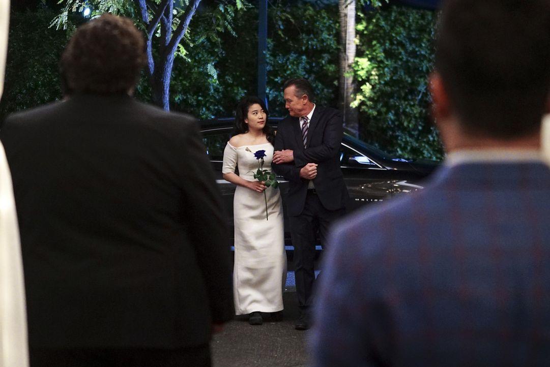 Als ein eigentlich einfacher Job sich verzögert, müssen Cabe (Robert Patrick, r.) und Happy (Jadyn Wong, l.) sich mächtig ins Zeug legen, um noch re... - Bildquelle: Sonja Flemming 2017 CBS Broadcasting, Inc. All Rights Reserved.