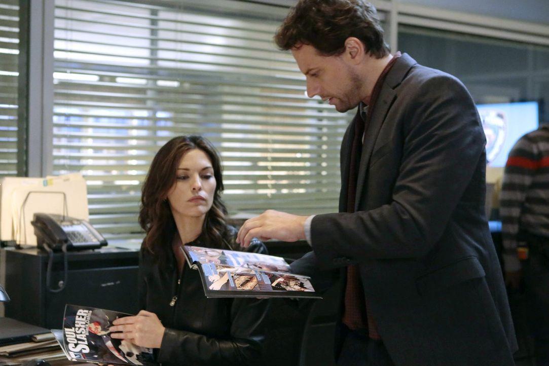 Henry (Ioan Gruffudd, r.) und Jo (Alana De La Garza, l.) müssen eine Reihe von Mordfällen untersuchen, die große Ähnlichkeiten zu den Tötungen von J... - Bildquelle: Warner Brothers