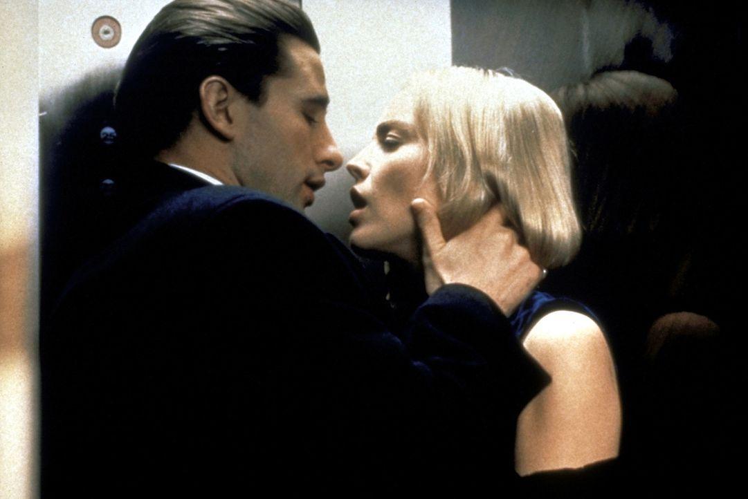 Zeke (William Baldwin, l.) und Carly (Sharon Stone, r.) lassen sich von ihren Leidenschaften treiben ... - Bildquelle: Paramount Pictures
