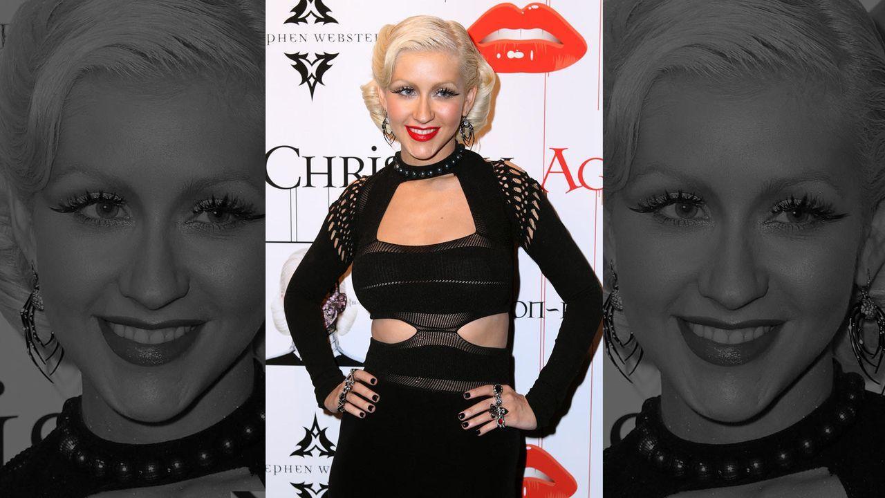 Christina Aguilera im düsteren Outfit  - Bildquelle: Getty Images/AFP