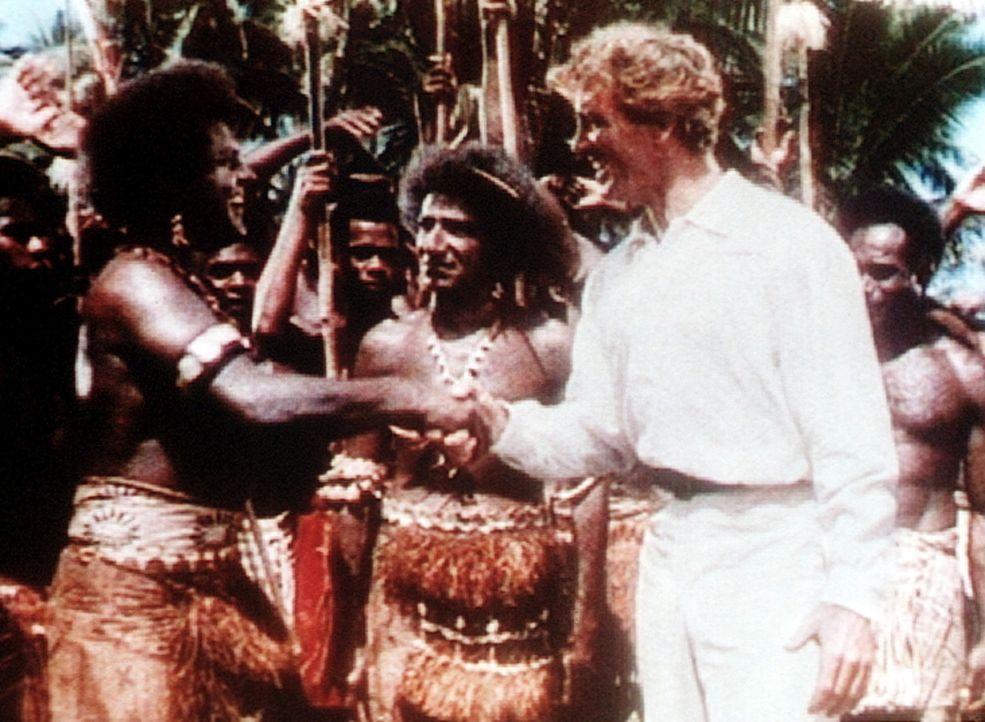 Nach einer Attacke auf sein Schiff findet Kapitän O'Keefe (Burt Lancaster, r.) Zuflucht bei den Eingeborenen auf der Südseeinsel Yap. - Bildquelle: Warner Bros.