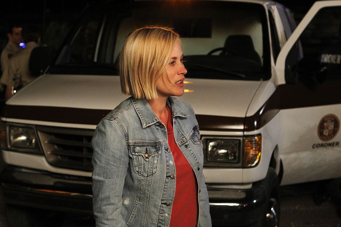 Der Geist der ermordeten Caroline Krueger hat Allison (Patricia Arquette) gebeten, der Polizei den Fundort ihrer Leiche mitzuteilen ... - Bildquelle: 2010 CBS BROADCASTING INC. All Rights Reserved.