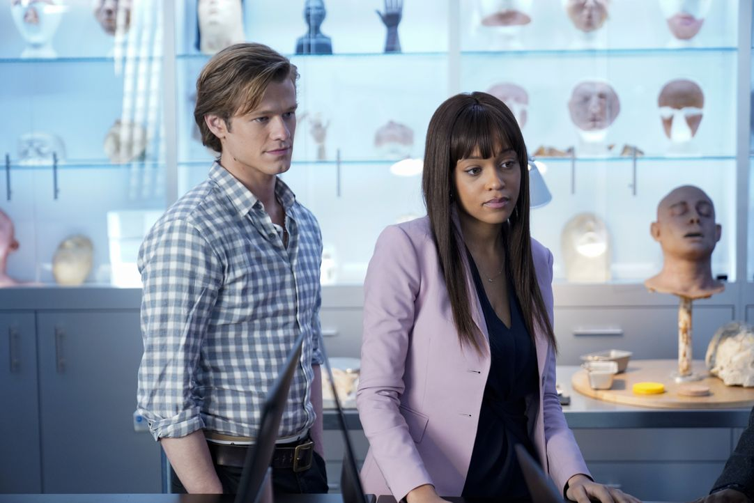 MacGyver (Lucas Till, l.); Leanna Martin (Reign Edwards, r.) - Bildquelle: Jace Downs 2019 CBS Broadcasting, Inc. All Rights Reserved / Jace Downs