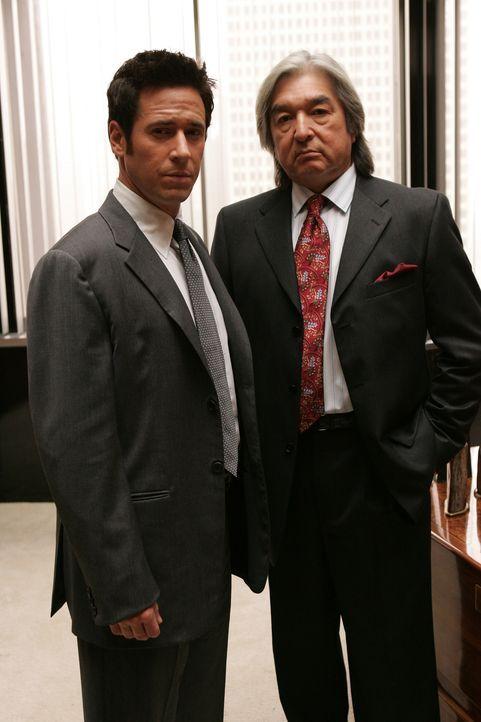 Wird Chief Michael Clearwater (Graham Greene, r.) Don (Rob Morrow, l.) bei seinen Ermittlungen weiterhelfen können? - Bildquelle: Paramount Network Television