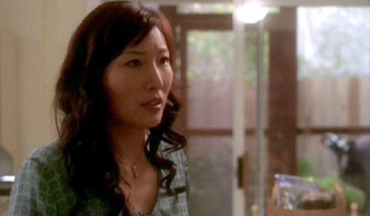 Keone Young (Lee Sung) hat die Leichen der ermordeten Koreanerinnen entdeckt ... - Bildquelle: CBS Television