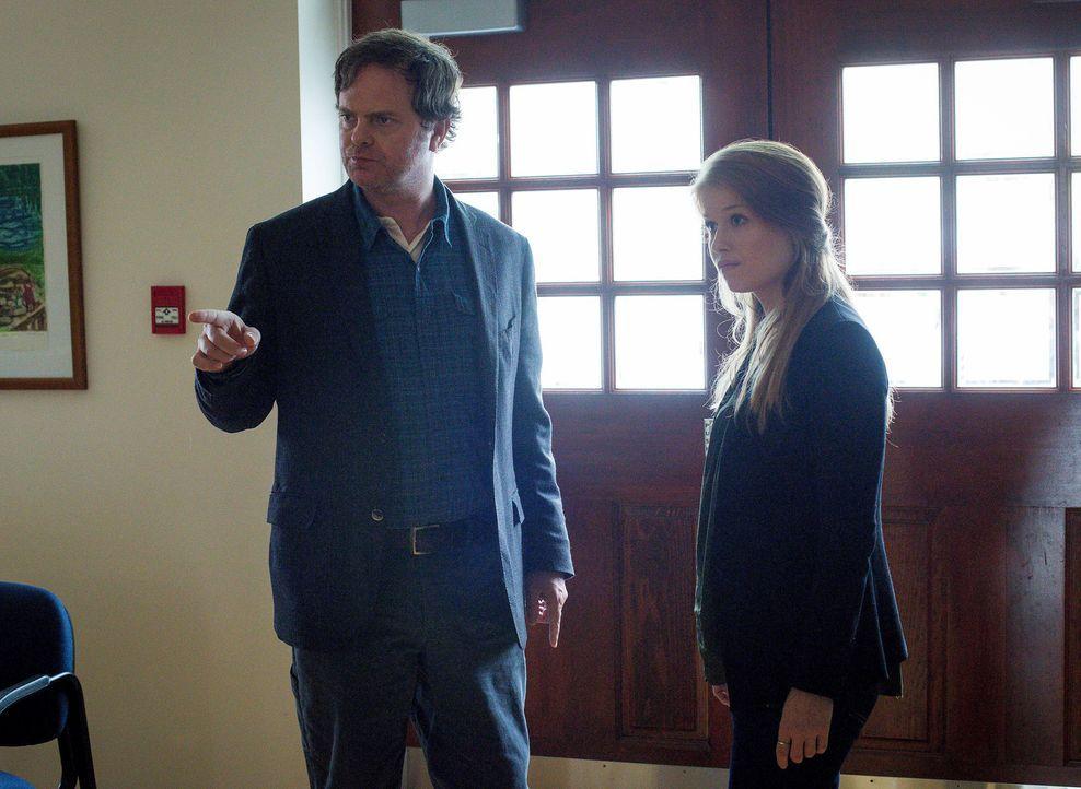 Innerhalb von drei Tagen müssen Nicole (Genevieve Angelson, r.), Backstrom (Rainn Wilson, l.) und ihre Kollegen ein Mädchen finden. Ansonsten droht... - Bildquelle: 2015 Fox and its related entities. All rights reserved.