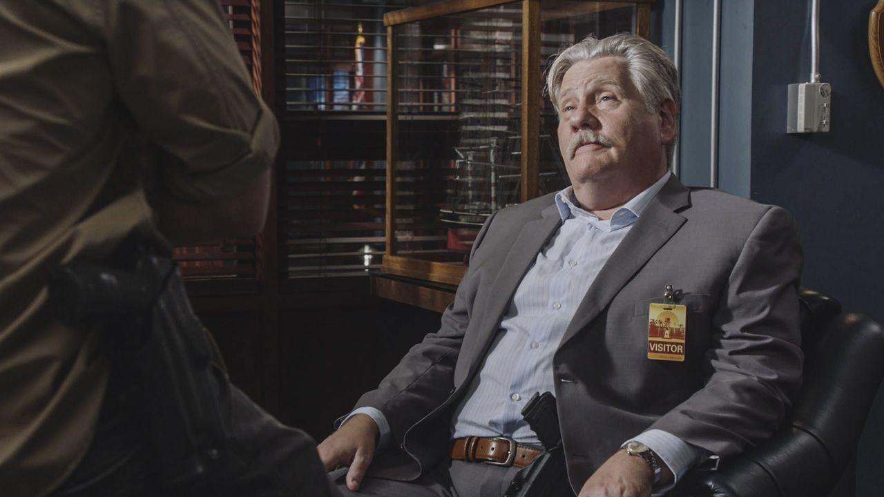 Bittet Steve und sein Team um Hilfe: Privatdetektiv Harry Brown (William Forsythe) ... - Bildquelle: Norman Shapiro 2016 CBS Broadcasting, Inc. All Rights Reserved / Norman Shapiro