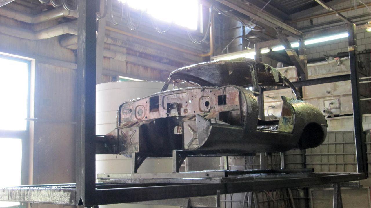 Jaguar E-Type entlacken - Bildquelle: kabel eins