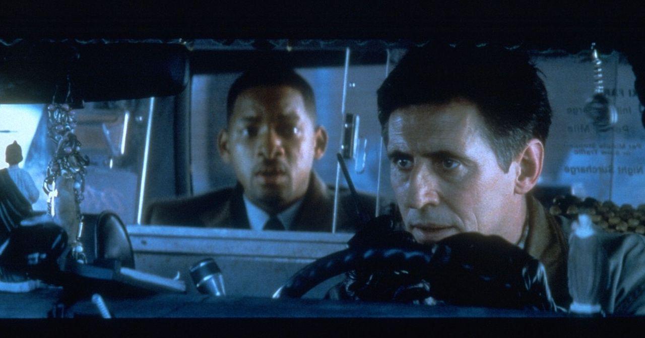 Kann der vermeintliche Staatsfeind Robert (Will Smith, l.) Brill (Gabriel Byrne, r.) trauen? - Bildquelle: Buena Vista Pictures