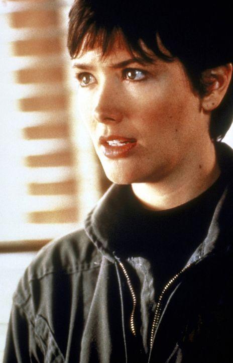 In den Bergen ist Bergwachtlerin Jessie Deighan (Janine Turner) zu Hause ... - Bildquelle: 1993 Cliffhanger B.V. All Rights Reserved.