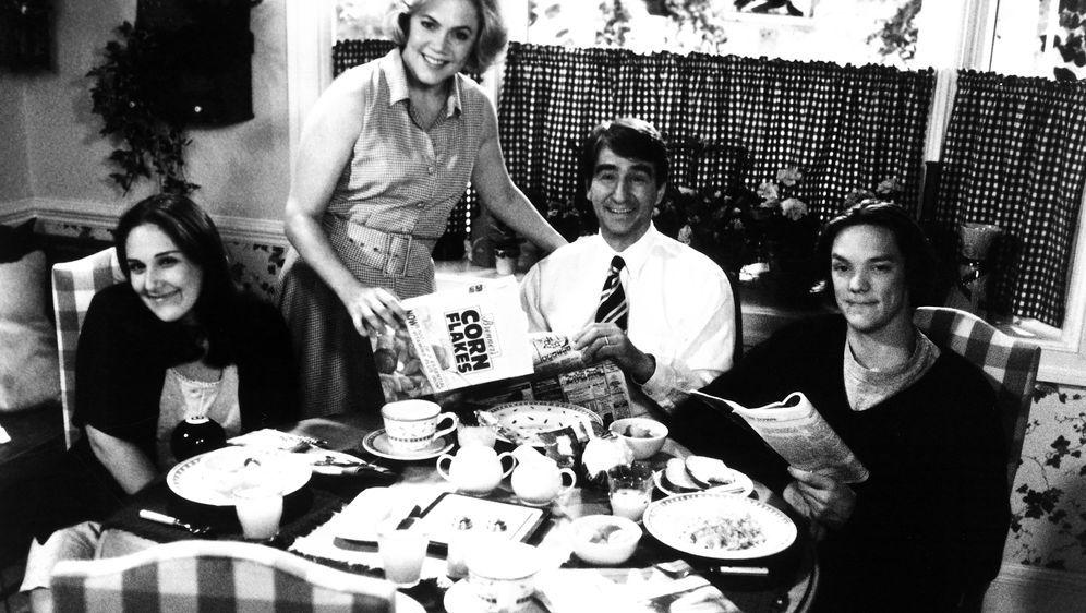 Serial Mom - Bildquelle: Phillip Caruso 1994 Savoy Pictures. All Rights Reserved. / Phillip Caruso