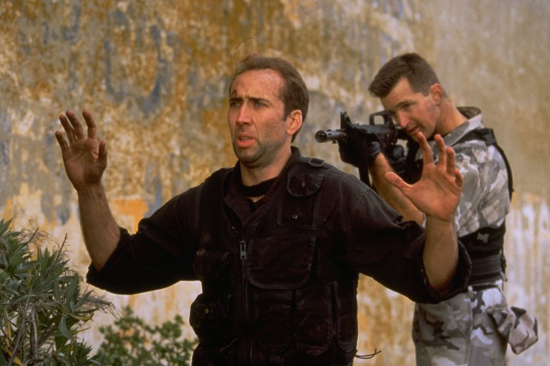 Im Wettlauf mit der Zeit: Werden es Stanley Goodspeed (Nicolas Cage, l.) und John Mason noch schaffen, den Vietnamkriegshelden General Hummel und se... - Bildquelle: Hollywood Pictures Company.  All rights reserved