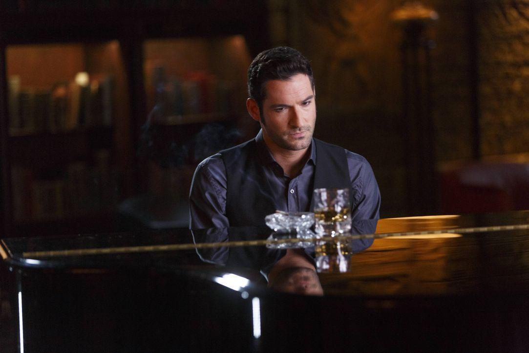 Noch ahnt Lucifer (Tom Ellis) nicht, wie weit Amenadiel gehen wird, um ein Geheimnis zu schützen ... - Bildquelle: 2016 Warner Brothers