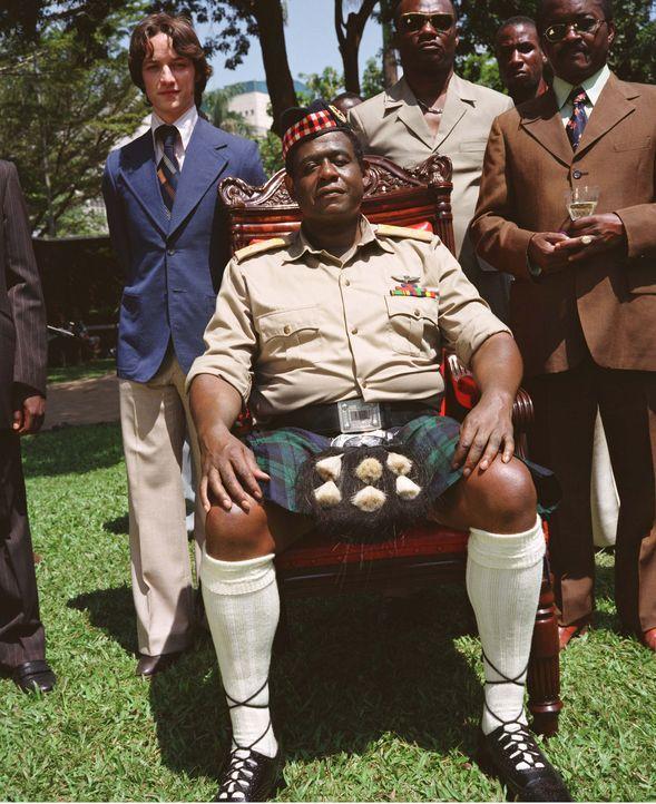 Der junge schottische Arzt Nicholas Garrigan (James McAvoy, l.) ist in Uganda am Ziel seiner Wünsche angelangt. Er ist der Leibarzt des Staatspräsid... - Bildquelle: 1996-1998 AccuSoft Inc., All rights reserved