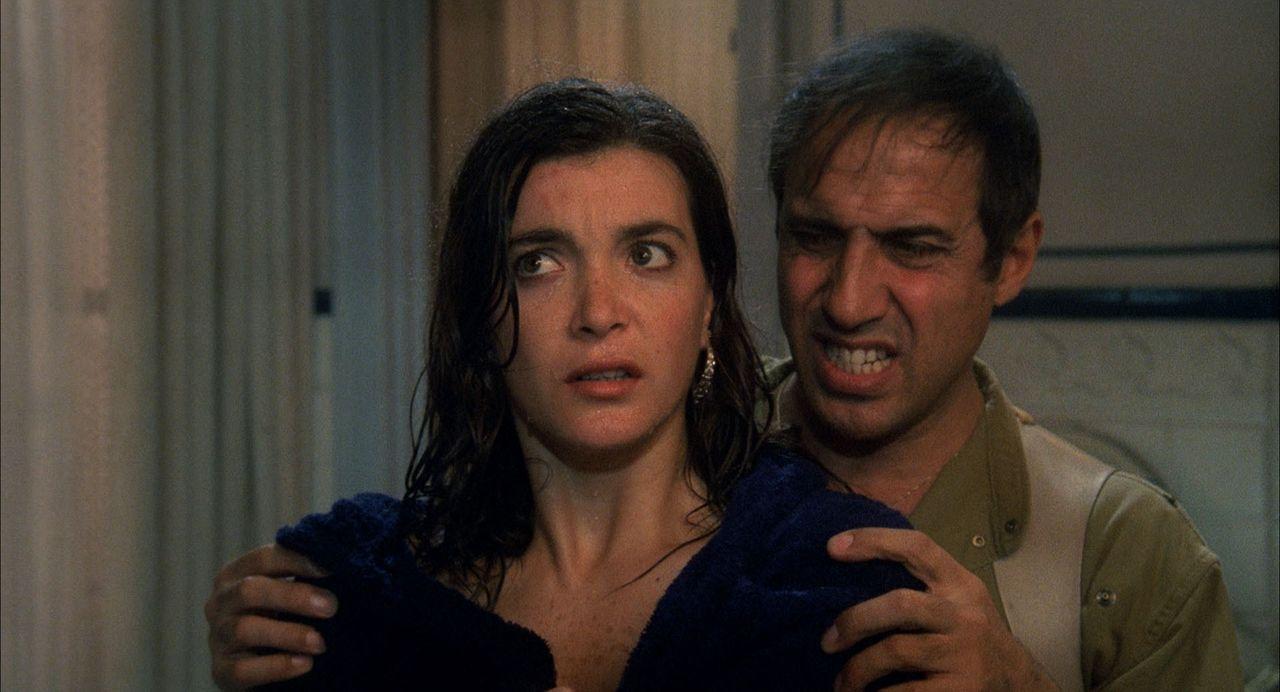 Linda (Marina Suma, l.); Boghi (Adriano Celentano, r.) - Bildquelle: 1983 Cecchi Gori Group. All Rights Reserved.