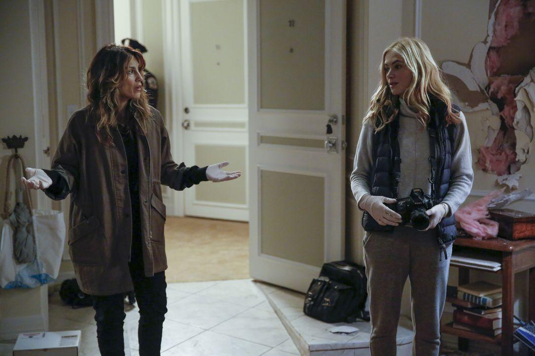Quinn (Jennifer Esposito, l.) und Bishop (Emily Wickersham, r.) sind geschockt, als sie McGees Apartment im völligen Chaos vorfinden. Was könnte der... - Bildquelle: 2016 CBS Broadcasting, Inc. All Rights Reserved
