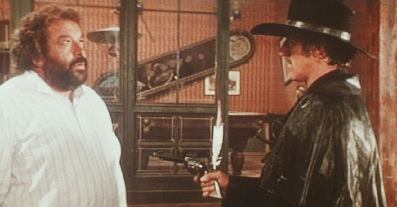 Buddy (Bud Spencer, l.) ist von den Drohungen Colorado Slims (Riccardo Pizzuti, r.) eher gelangweilt ...