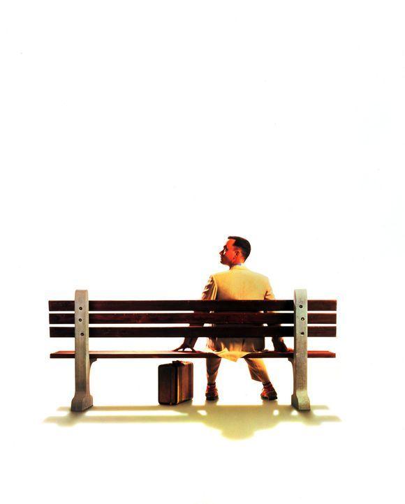 Bereitwillig erzählt Forrest Gump (Tom Hanks) jedem, der sich neben ihn auf die Bank setzt, von seinem aufregenden Leben ... - Bildquelle: Paramount Pictures