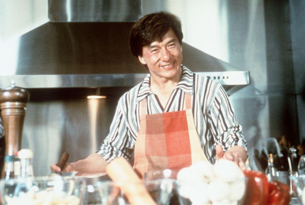 Meisterkoch Jackie (Jackie Chan) ist ein friedliebender Mensch - bis ihm ein paar Gangster in die Suppe spucken ... - Bildquelle: Kinowelt Filmverleih