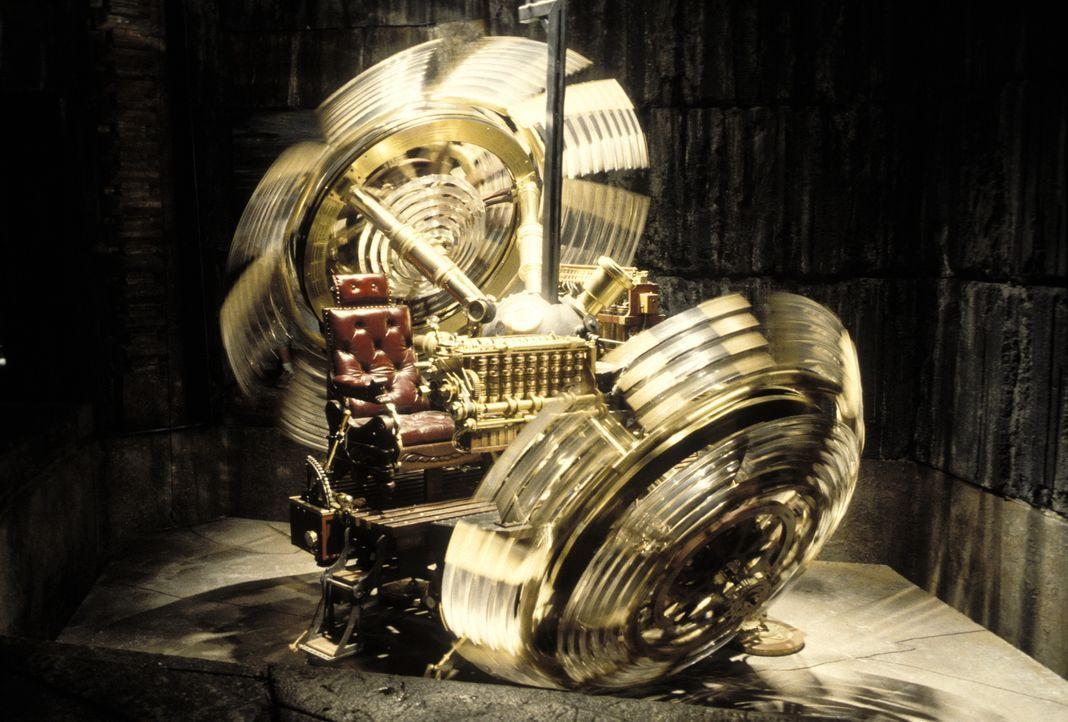 Eine Zeitmaschine wird für den Wissenschaftler Alexander Hartdegen zum Verhängnis ... - Bildquelle: Warner Bros. Pictures