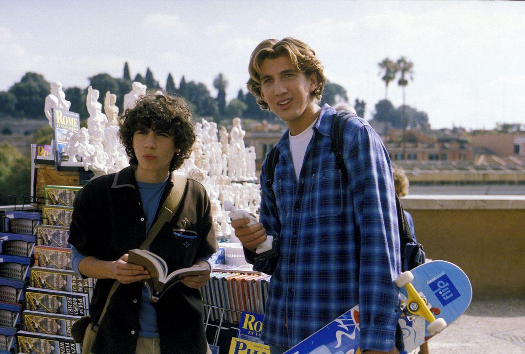 """Freuen sich auf """"la dolce vita"""": Gordo (Adam Lamberg, l.) und Ethan (Clayton Snyder, r.) auf der Klassenfahrt in Rom ... - Bildquelle: Rob McEwan, Philippe Antonello Buena Vista Distribution"""