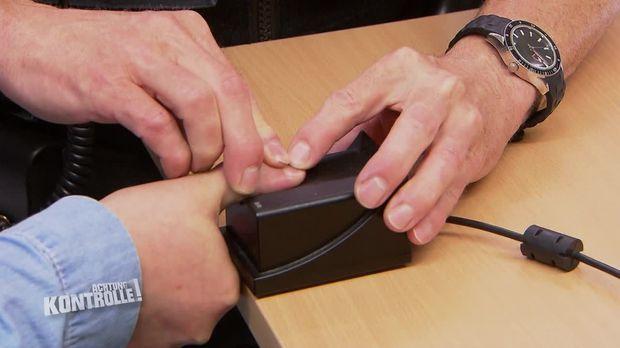 Achtung Kontrolle - Achtung Kontrolle! - Thema U.a.: Fälscht Die Frau Ihre Identität?