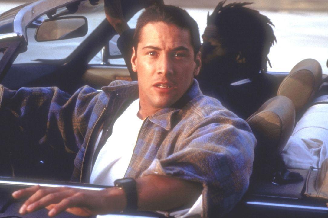 Als der junge Polizist Jack Traven (Keanu Reeves) die Businsassen vor einer, im Bus installierten Bombe warnt, bricht unter den Fahrgästen Panik aus... - Bildquelle: Twentieth Century Fox of Germany