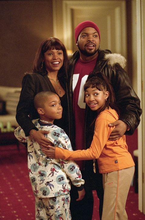 Nick (Ice Cube, hinten r.), ein erfolgreicher Geschäftmann, ist wie vom Donner gerührt, als er erfährt, dass die schöne Suzanne (Nia Long, hinte... - Bildquelle: Sony 2007 CPT Holdings, Inc.  All Rights Reserved.