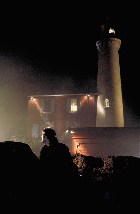 Mike O'Connor (Tygh Runyan) ahnt noch nicht, dass der Fremde, der im alten Leuchtturm ein Buch schreiben will, sein Leben stark verändern wird ? - Bildquelle: Sony Pictures Television International. All Rights Reserved.