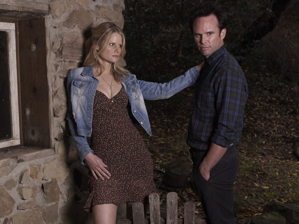 (2. Staffel) - Sind Boyd Crowders (Walton Goggins, r.) Gefühle für Ava (Joelle Carter, l.) wirklich echt? - Bildquelle: 2011 Sony Pictures Television Inc. and Bluebush Productions, LLC. All Rights Reserved.