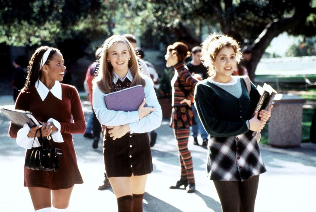 Ihr Catwalk ist der Schulweg: Cher (Alicia Silverstone, M.), Tai (Brittany Murphy, r.) und Dionne (Stacey Dash, l.) ... - Bildquelle: Paramount Pictures
