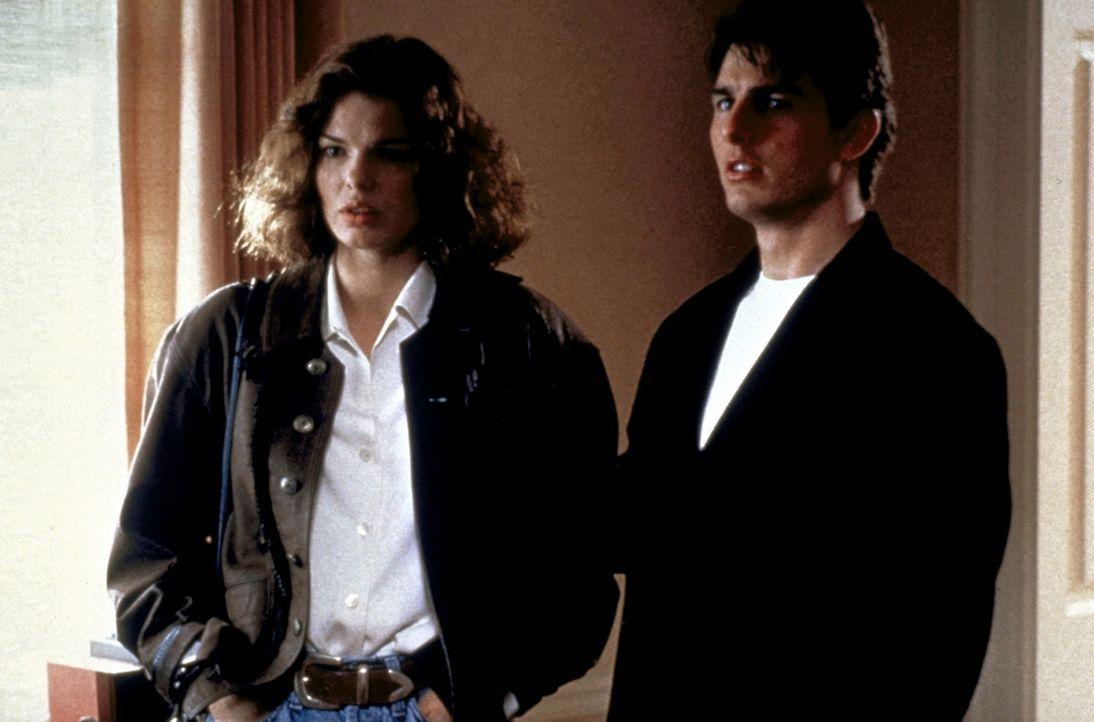 Mit Hilfe von Abby (Jeanne Tripplehorn, l.) gelangt Mitch (Tom Cruise, r.) in den Besitz von belastenden Kopien. Nun gilt es, einen kühlen Kopf zu... - Bildquelle: Paramount Pictures