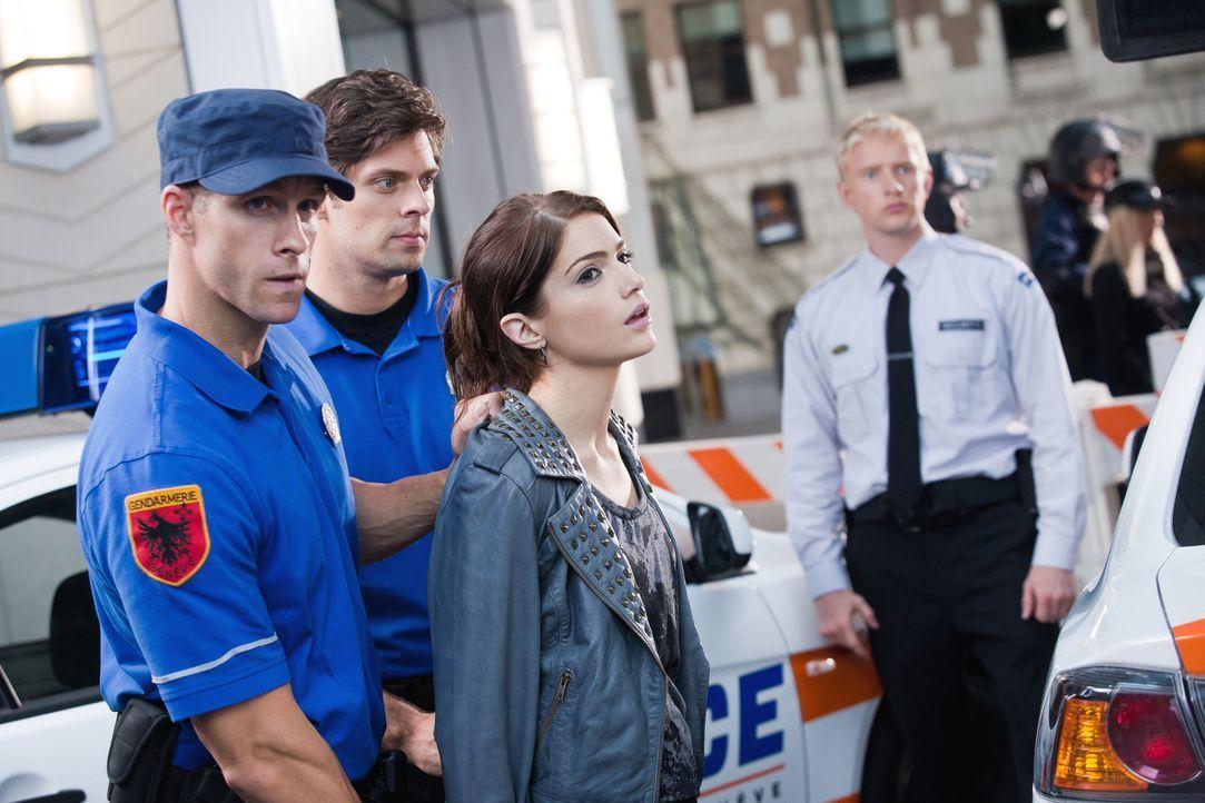 Bei einem neuen Auftrag trifft Chance und das Team auf die schöne Meisterdiebin Ames (Janet Montgomery, M.) ... - Bildquelle: Warner Brothers