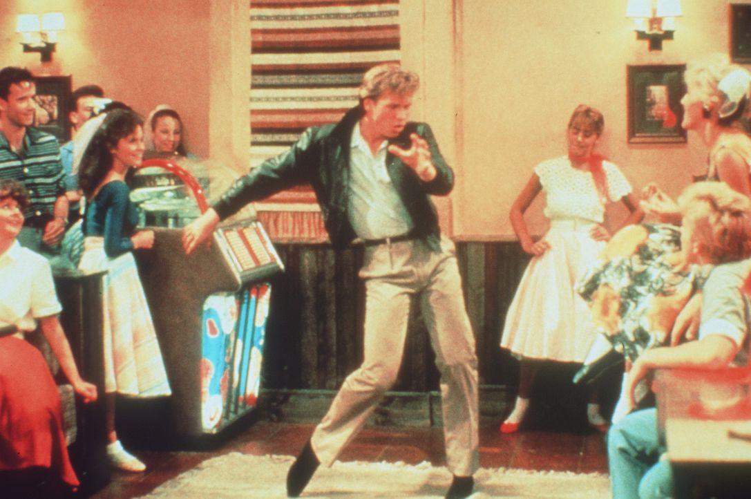 Der amerikanische Rockstar Nick Rivers (Val Kilmer, M.) ahnt nicht, dass er mit seinem großen Konzert in der DDR nur die Weltöffentlichkeit von fi... - Bildquelle: Paramount Pictures