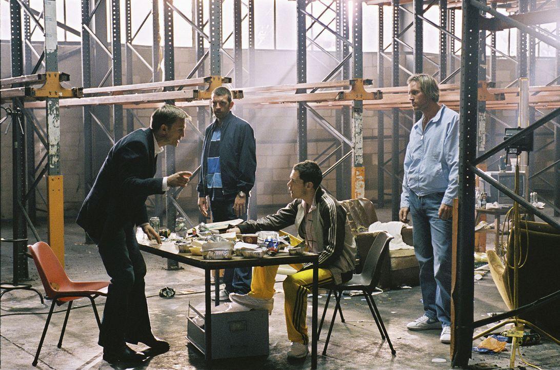 Nachdem ein namenloser Kokainhändler (Daniel Craig, l.) sich mit viel Arbeit und Geschick nach oben gehangelt hat, plant er, sich zur Ruhe zu setze... - Bildquelle: 2004 Columbia Pictures Industries, Inc. All Rights Reserved.
