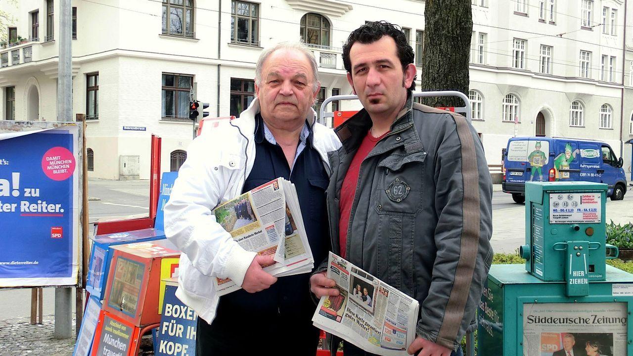 (6. Staffel) - Mein Revier - Ordnungshüter räumen auf: Die Zeitungshändler Kostas Theodoridis (r.) und Peter Benz (l.) sind für ihre Zeitungen in de... - Bildquelle: kabel eins