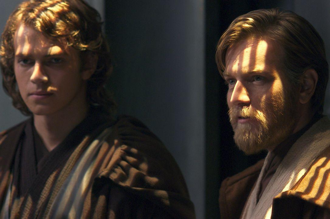 Mit der Entführung von Kanzler Palpatine droht die Galaxis endgültig im Chaos zu versinken. Die Jedi Obi-Wan Kenobi (Ewan McGregor, r.) und Anakin S... - Bildquelle: Lucasfilm Ltd. & TM. All Rights Reserved.