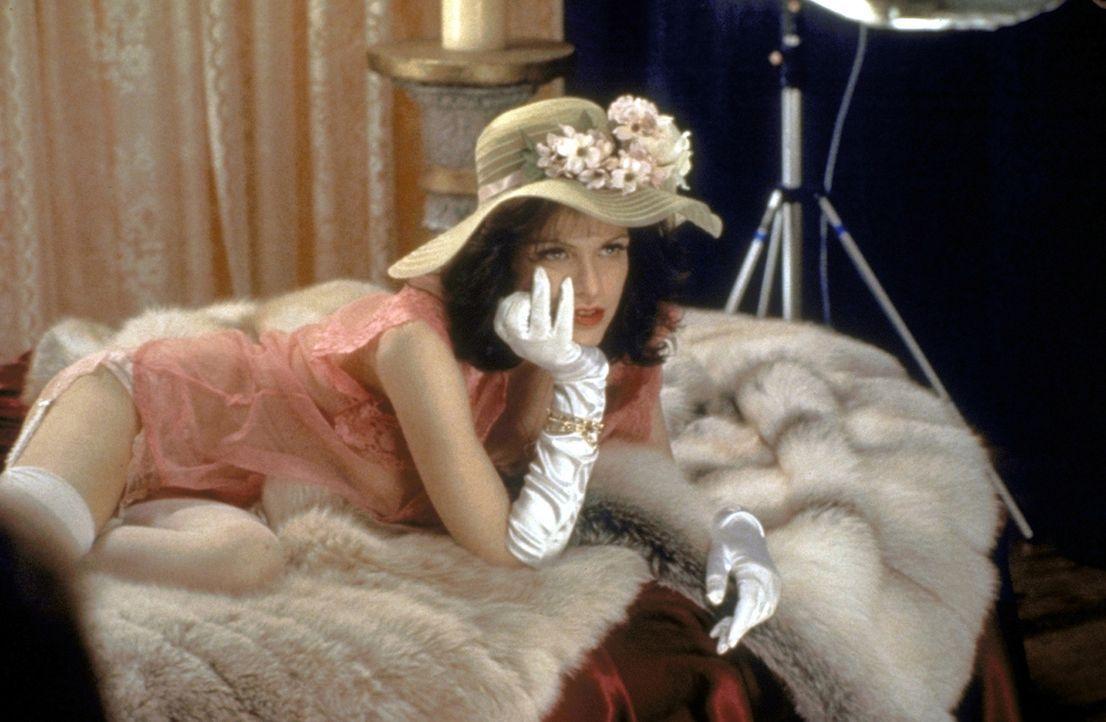 Schön, sexy und äußerst begehrenswert: Die Stripperin Althea (Courtney Love) - Bildquelle: Columbia Pictures
