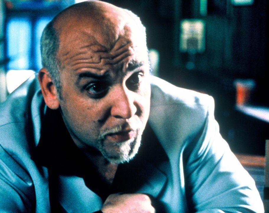 Obwohl Volkoff (Velizar Binev) Jimmy eine ordentliche Finanzspritze verspricht, wenn dieser ihn zu dem Wrack führt, weigert sich dieser strikt. Denn... - Bildquelle: Nu Image