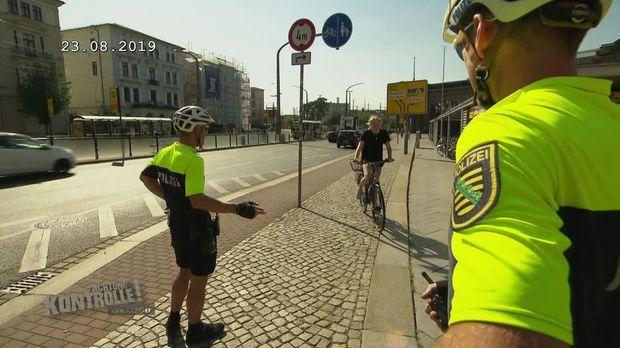 Achtung Kontrolle - Achtung Kontrolle! - Thema U.a.: Fahrradkontrollen - Junge Frau Fühlt Sich Ungerecht Behandelt