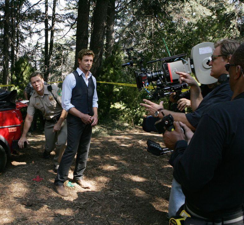 """Bei den Dreharbeiten zu """"The Menatlist"""" ... - Bildquelle: Warner Bros. Television"""
