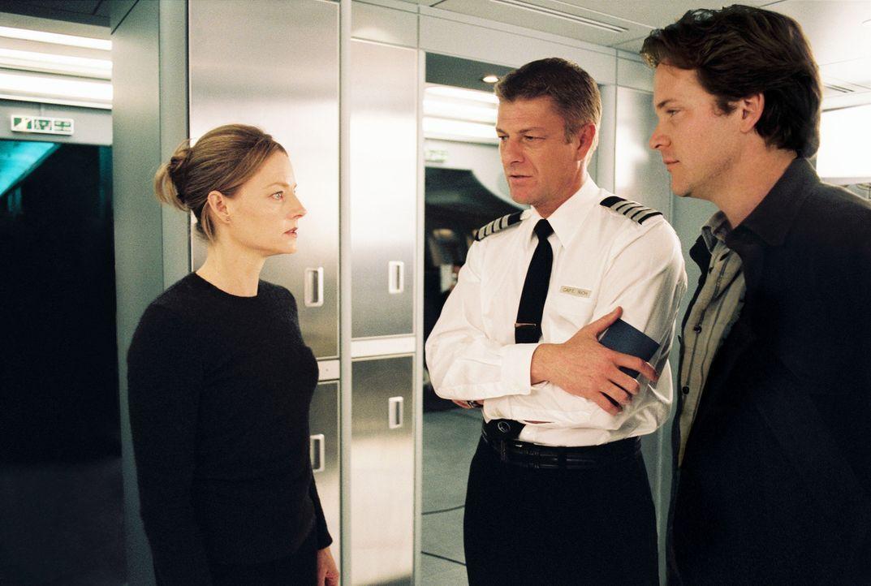 Weil Kyle (Jodie Foster, l.) nicht bereit ist, die Suche nach ihrer Tochter einzustellen, wird ihr vorgworfen, die Sicherheit der anderen Passagiere... - Bildquelle: Touchstone Pictures.  All rights reserved