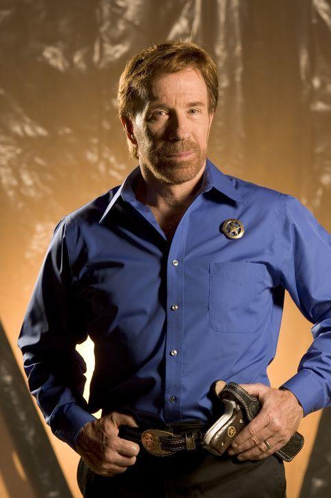 Ein streng geheimer Mikrochip ist verschwunden. Eine Reihe von brutalen Morden bringt Texas Ranger Cordell Walker (Chuck Norris)und seine Ranger auf... - Bildquelle: CBS Television