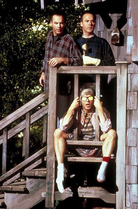 Um mehr Zeit für seine Frau zu haben, lässt sich Doug Kinney (Michael Keaton, l.) klonen. Doch auch Klon 2 (Michael Keaton, hinten r.) hat bald ge... - Bildquelle: Columbia TriStar