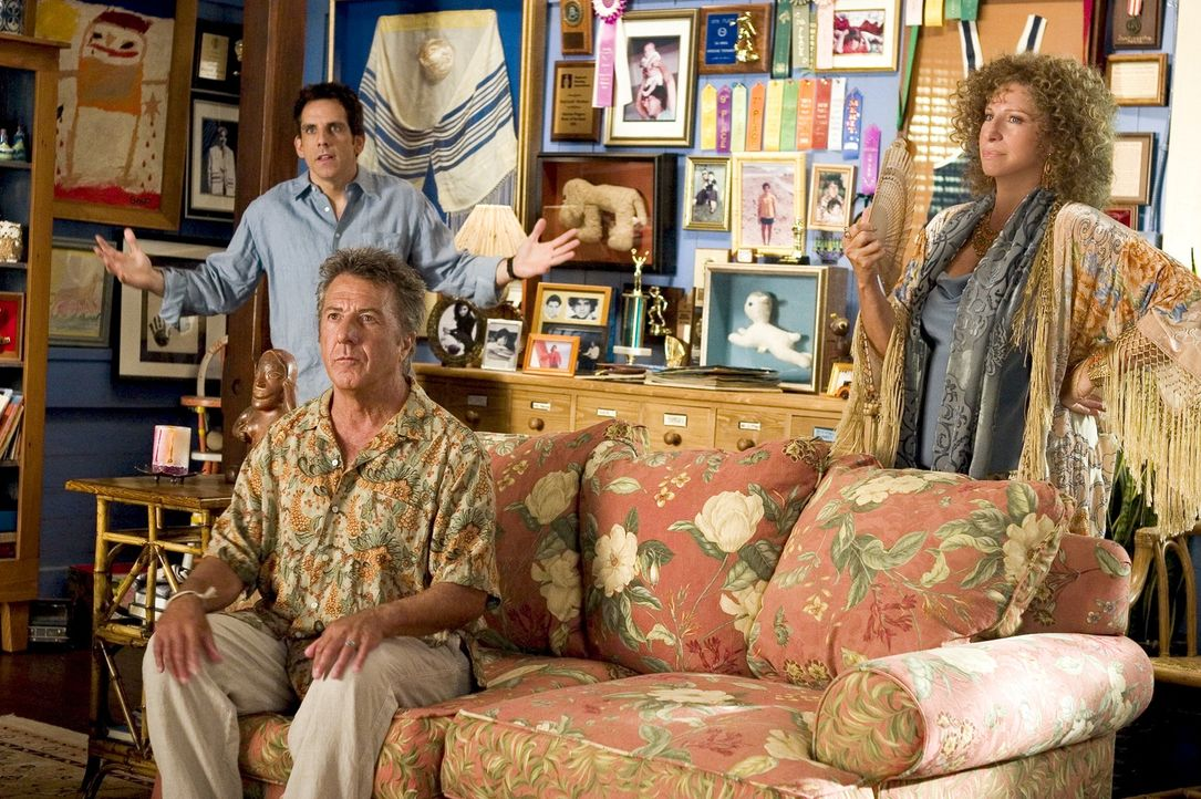 Greg (Ben Stiler, hinten) sind seine Eltern, eine Sexualtherapeutin (Barbra Streisand, vorne r.) und ein Hausmann (Dustin Hoffman, vorne l.), äußers... - Bildquelle: DreamWorks SKG