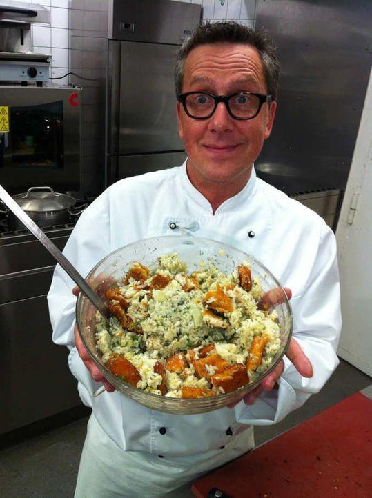 Thema unter anderem: Sternekoch Dirk Hoffmann macht die Kochprobe aufs Exempel. Heute gibt es einen Fischstäbchen-Salat. Ob er schmeckt oder einem... - Bildquelle: kabel eins