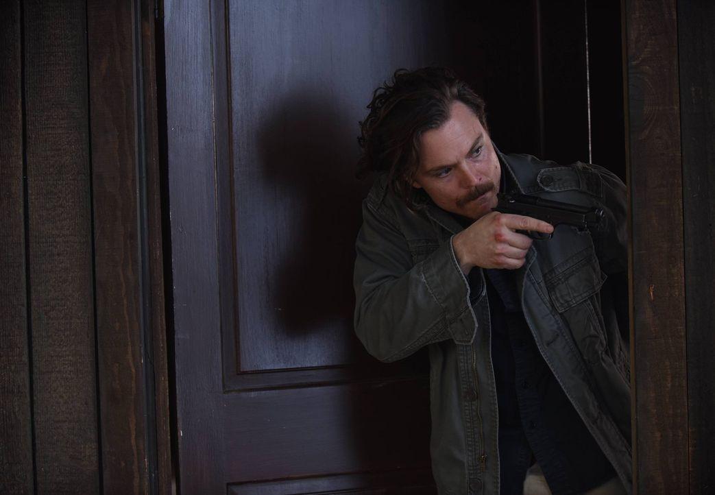 Muss eine schockierende Entdeckung bezüglich Mirandas Tod machen: Riggs (Clayne Crawford) ... - Bildquelle: 2016 Warner Brothers