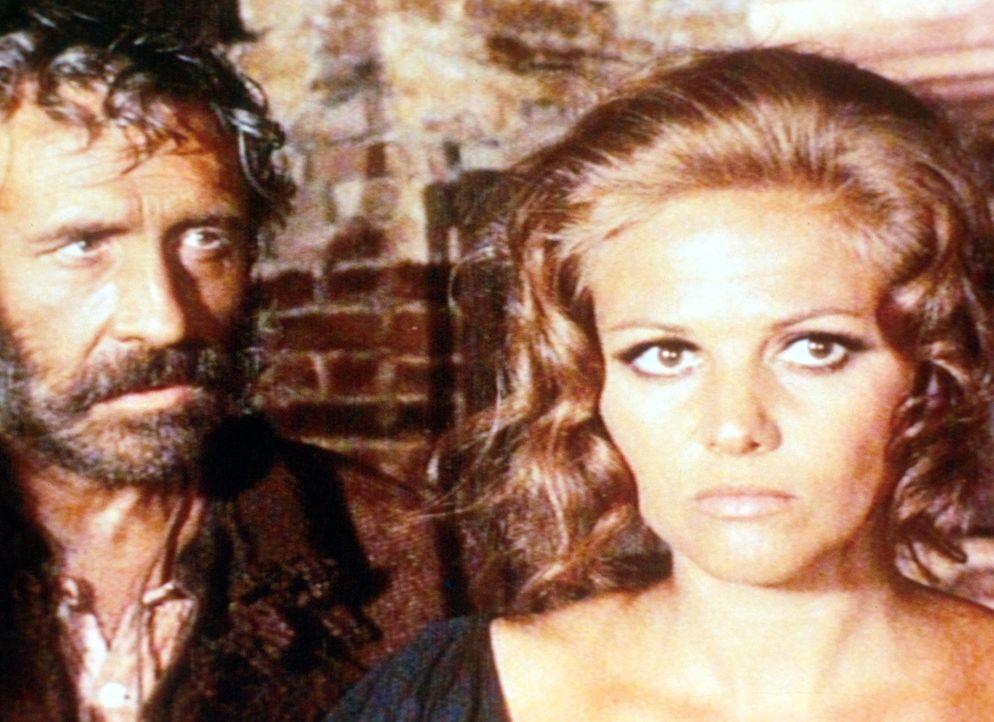 Cheyenne (Jason Robards jr., l.) beschwört Jill (Claudia Cardinale, r.), den Bahnhof zu bauen und damit das Vermächtnis ihres ermordeten Mannes zu... - Bildquelle: Paramount Pictures
